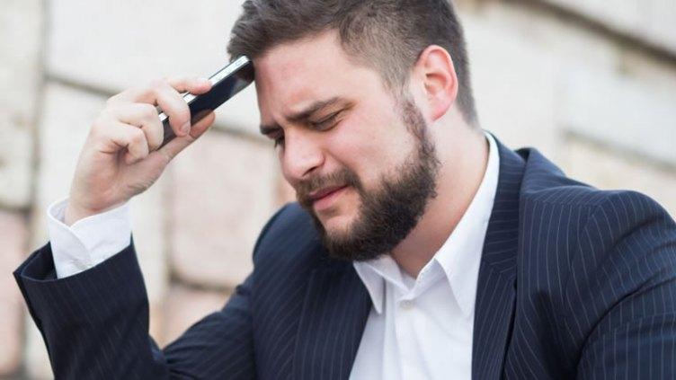 Мужчина молчит после ссоры