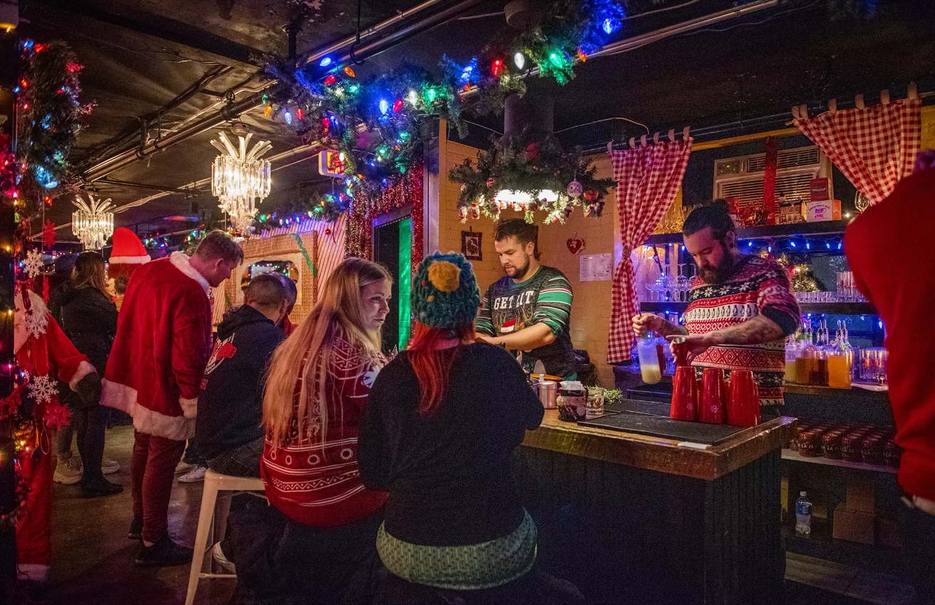 Новый год у барной стойки в одиночестве