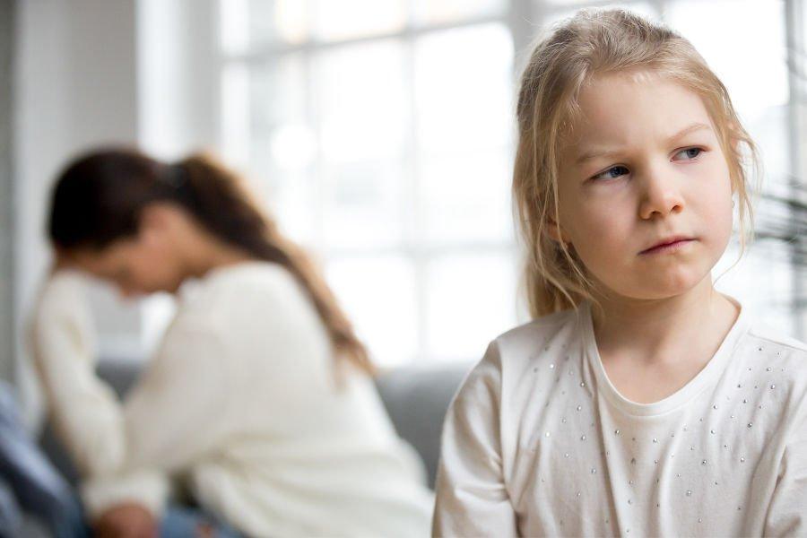 Зачем родители манипулируют ребенком